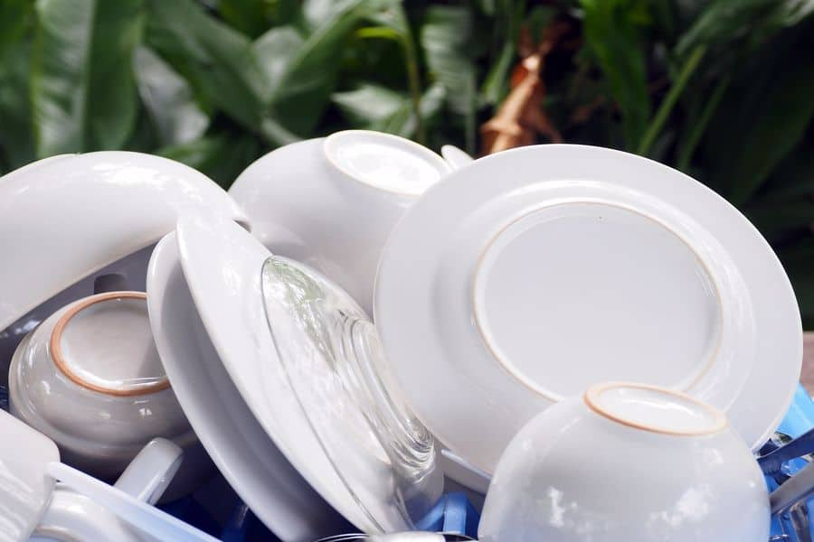 Clean plates and dinnerware pieces