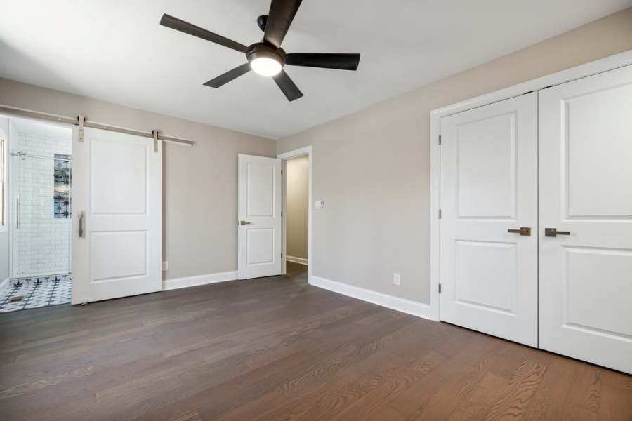 Room with ceiling fan