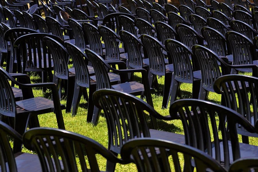 Rows of black plastic lawn chairs